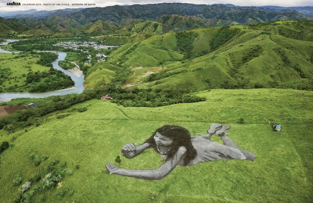 Στην Κολομβία, ένα έργο που καλύπτει έκταση οκτώ χιλιάδων τετραγωνικών μέτρων απεικονίζει τη Μαρία Πάουλα, ένα ντόπιο κορίτσι που με τα χέρια της προστατεύει ένα καφεόδεντρο, συμβολίζοντας την επιθυμία να φροντίσει τόσο για το μέλλον της πατρίδας της όσο και για το μέλλον του πλανήτη μας
