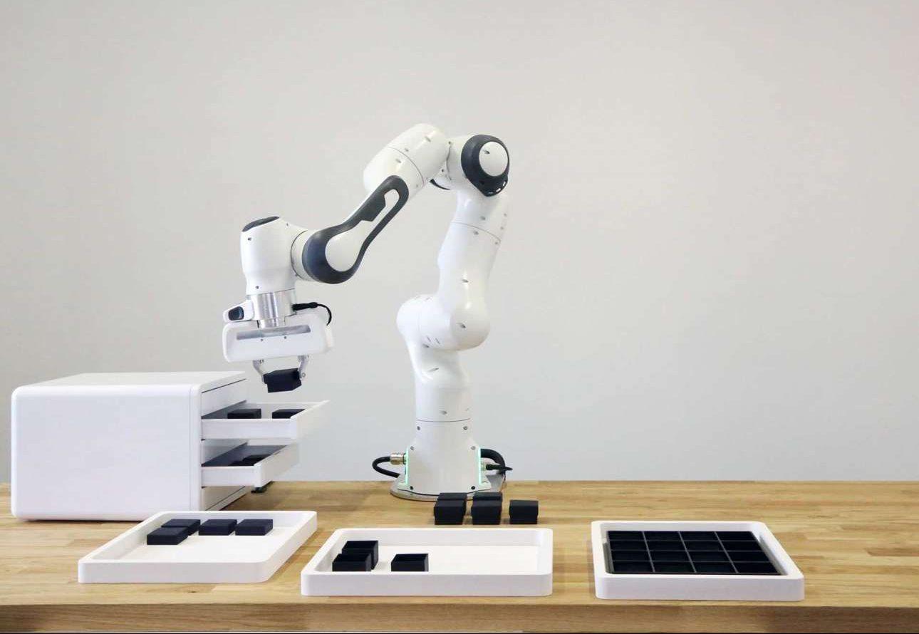 Το Panda είναι ένας ρομποτικός βραχίονας αξίας 11.000 δολαρίων σχεδιασμένος για να βοηθάει στις εργασίες μικρών και μεσαίων επιχειρήσεων