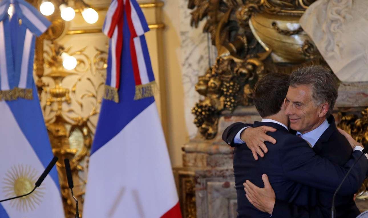 Πάντως τον Μακρόν υποδέχτηκε θερμά ο πρόεδρος της Αργεντινής Μαουρίτσιο Μάκρι