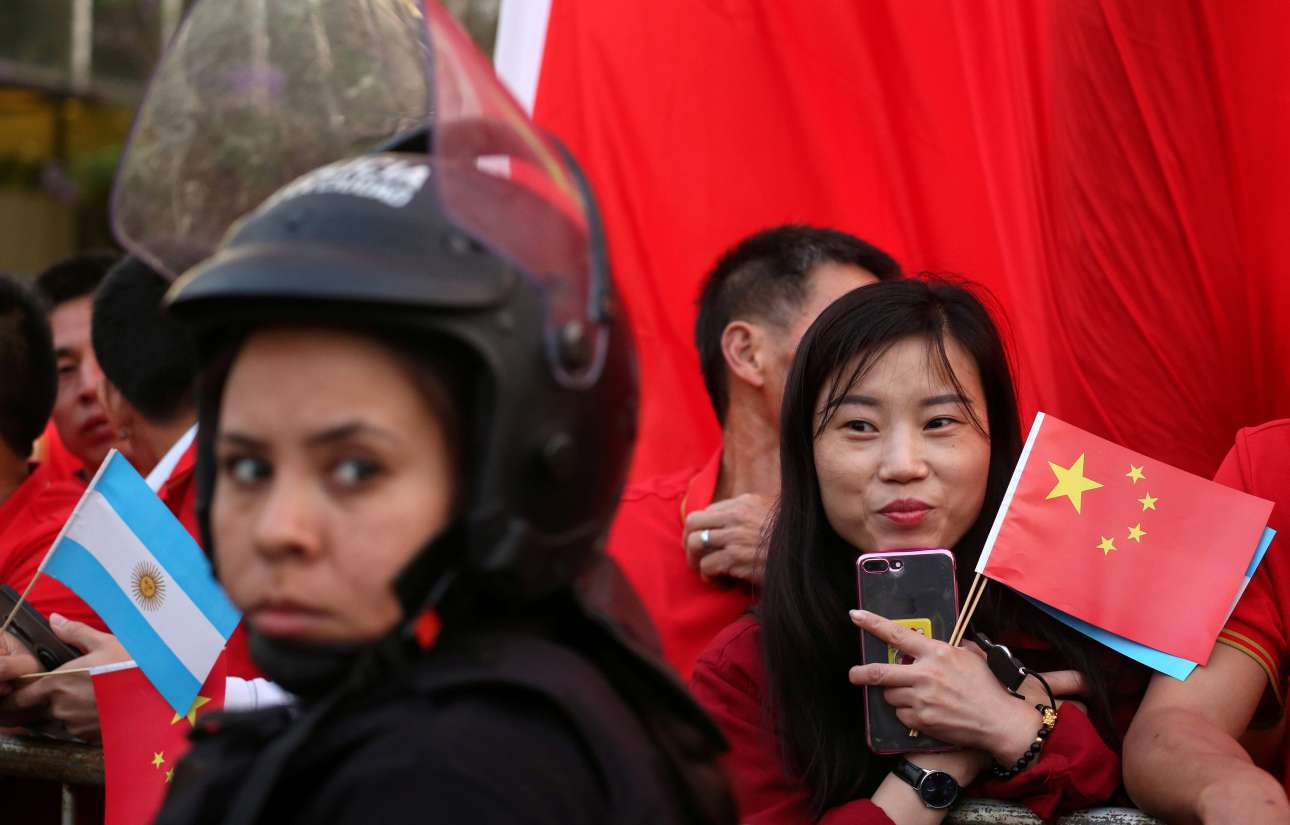Ο Σι Τζινπινγκ έχει και στην Αργεντινή ανθρώπους να τον περιμένουν με ενθουσιασμό