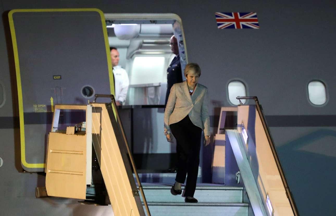Κάπως μοναχική η άφιξη της βρετανής πρωθυπουργού Τερέζα Μέι στην Αργεντινή. To μυαλό της άλλωστε είναι στο Brexit