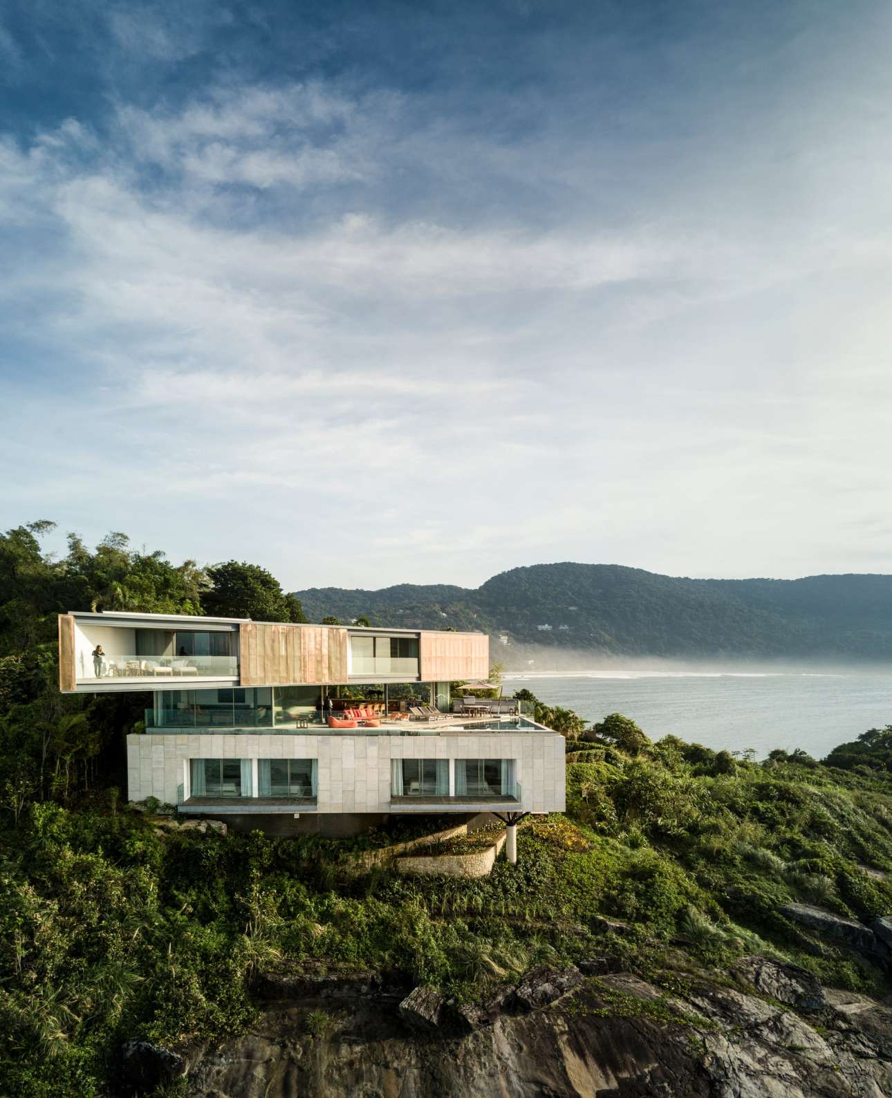 Μία εντυπωσιακή εξοχική κατοικία με θέα στον Ατλαντικό Ωκεανό, στο Σάο Πάολο της Βραζιλίας