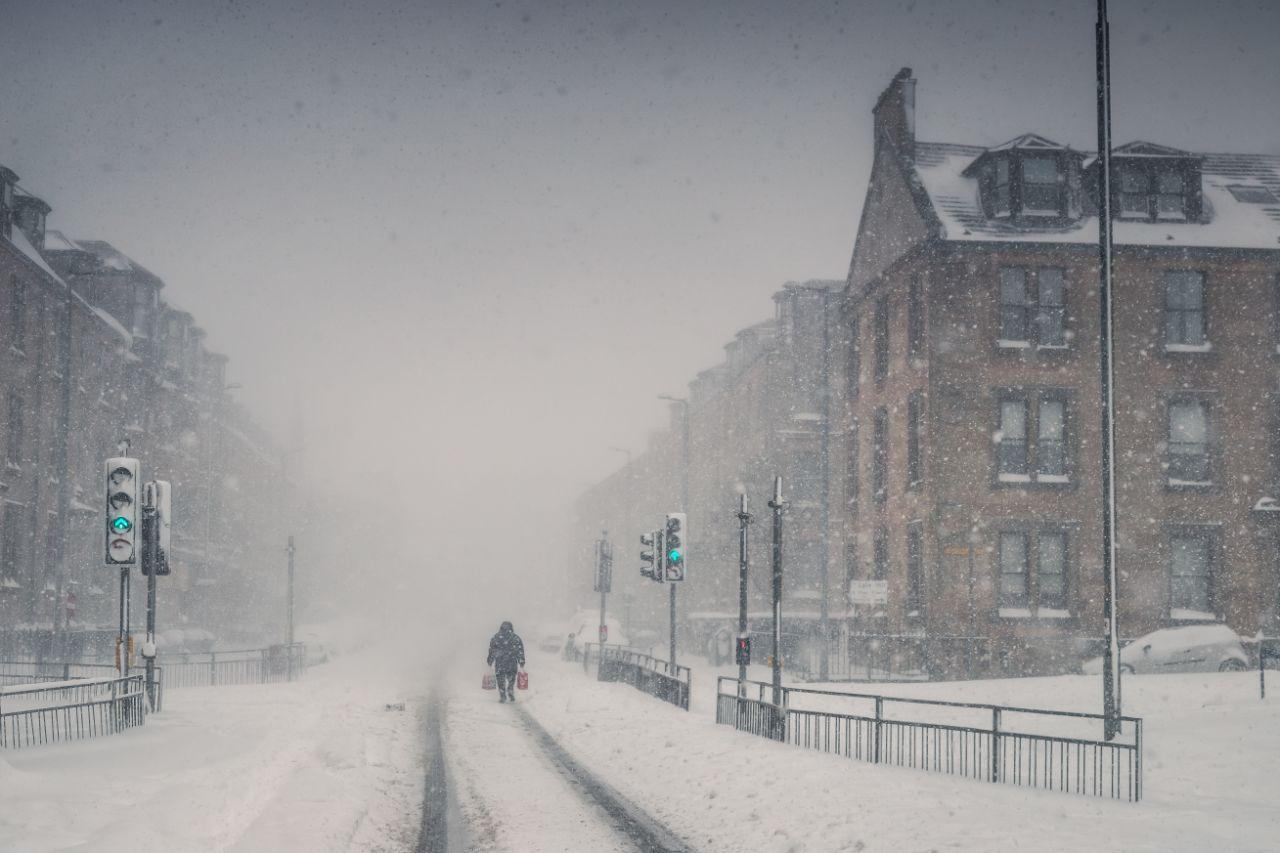 Χιονοθύελλα στη Σκωτία από τον φακό του Νιλ Μπαρ. «Βγήκα από το σπίτι για να αγοράσω προμήθειες και ευτυχώς πήρα μαζί και τη φωτογραφική μου μηχανή» είπε ο φωτογράφος