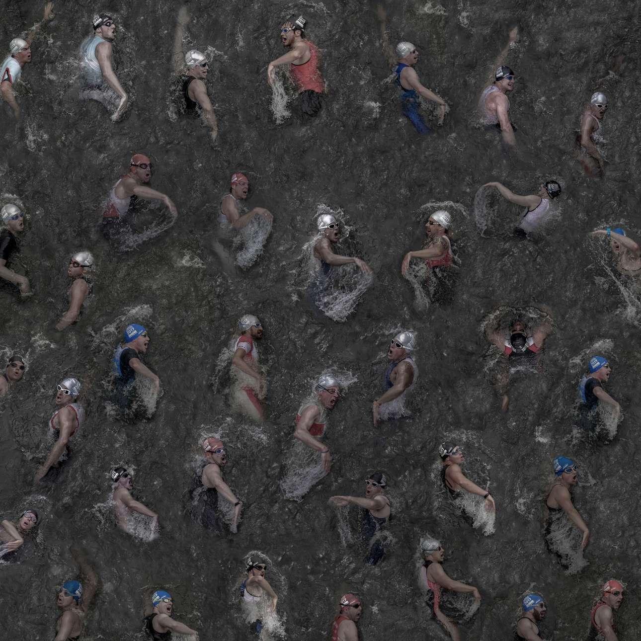 Βραβείο στην κατηγορία Γενικό Χρώμα. «Κάθε ανάσα που παίρνεις»: o γερμανός φωτογράφος συνέθεσε την τελική εικόνα χρησιμοποιώντας καρέ από 35 διαφορετικούς κολυμβητές, τα οποία τράβηξε κατά τη διεξαγωγή του Τρίαθλου στο Ντίσελντορφ. Κατάφερε να τραβήξει τη φωτογραφία από πάνω, από μία γέφυρα πεζών, αποτυπώνοντας με αυτό τον τρόπο το διαφορετικό στιλ αναπνοής του κάθε κολυμβητή