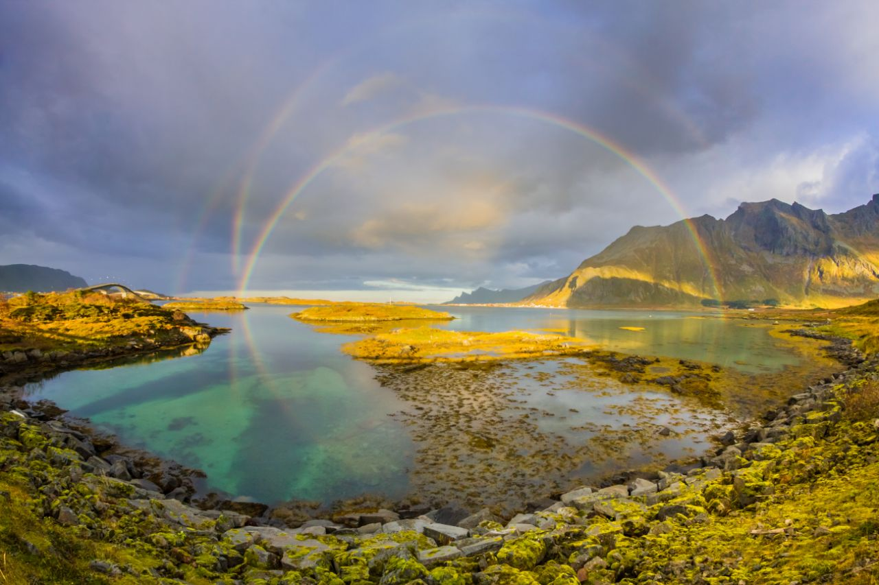 Ωστόσο στη Νορβηγία στα νησιά Λοφότεν, ο Κάρλος Καστιλέχο είχε την τύχη να συναντήσει όχι ένα και δύο, αλλά τέσσερα ουράνια τόξα