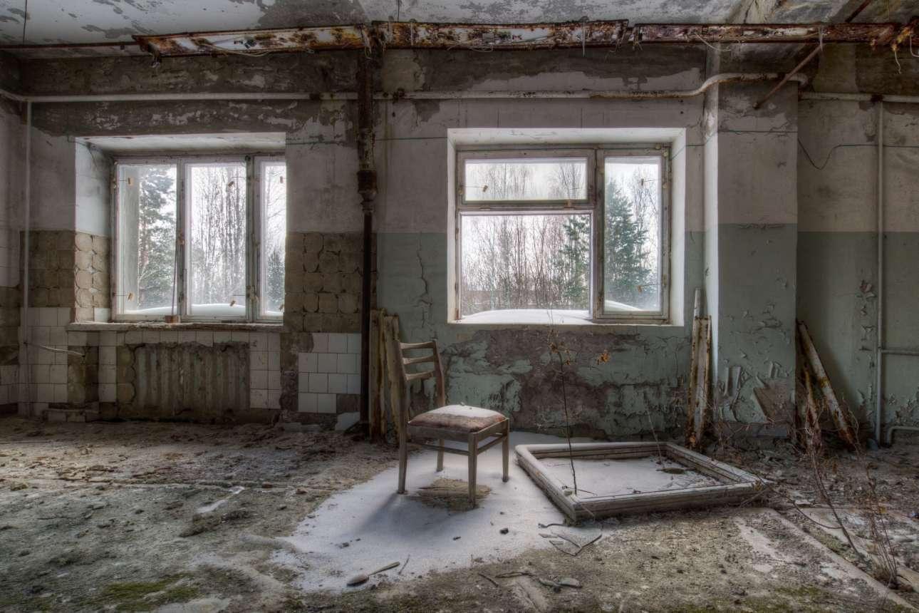 Εγκατελλειμμένο σπίτι στην πόλη φάντασμα Πριπιάτ στην Ουκρανία, όπου κάποτε ζούσαν 50.000 άνθρωποι που εργάζονταν στο πυρηνικό εργοστάσιο του Τσερνόμπιλ