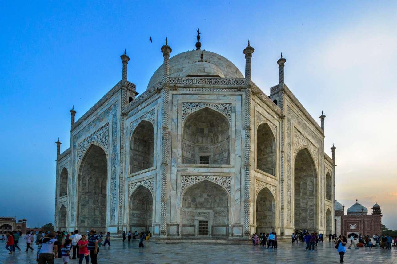 Το αριστούργημα της ινδο - ισλαμικής αρχιτεκτονικής Mughal, το περίφημο μαυσωλείο Ταζ Μαχάλ στην πόλη Αγκρα της Ινδίας