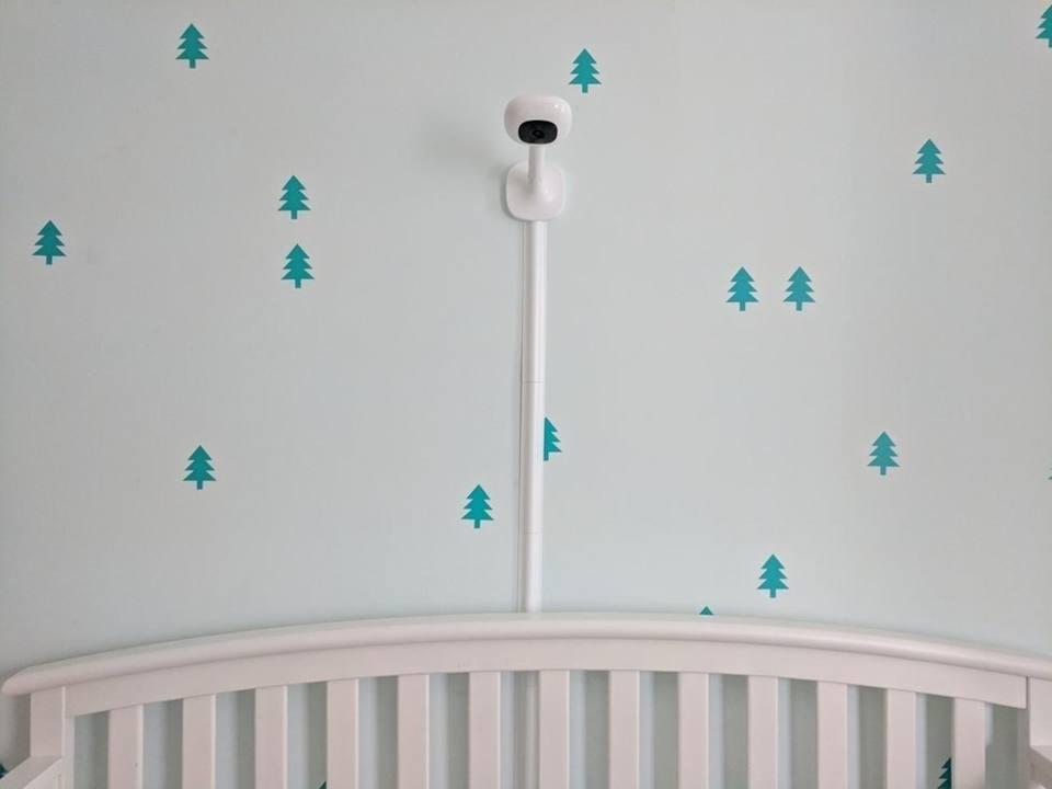 Με το Nanit Plus, οι γονείς μπορούν να παρακολουθούν συνεχώς τον ύπνο του μωρού τους και τους παράγοντες που το επηρεάζουν μέσω μιας κάμερας και εφαρμογής