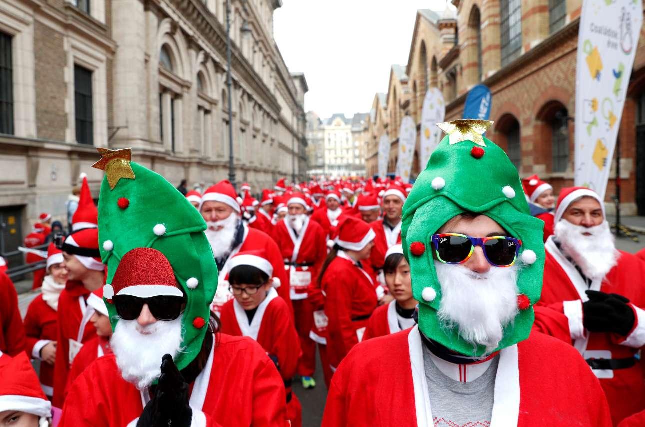 Αγιοβασίληδες στον ετήσιο μαραθώνιο της Βουδαπέστης