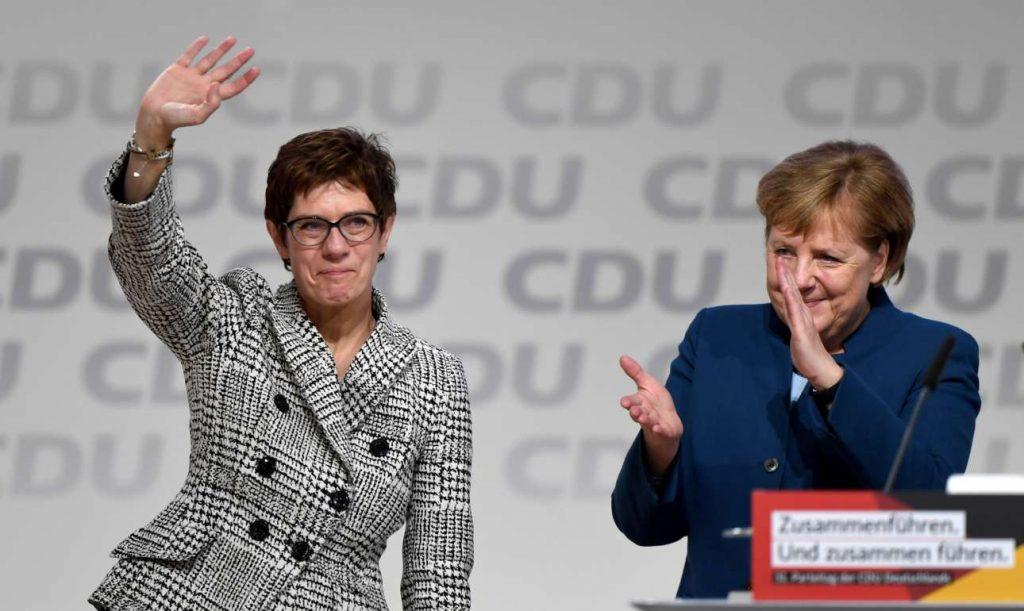 Αποτέλεσμα εικόνας για Νίκη για Κραμπ - Καρενμπάουερ και Μέρκελ στο CDU