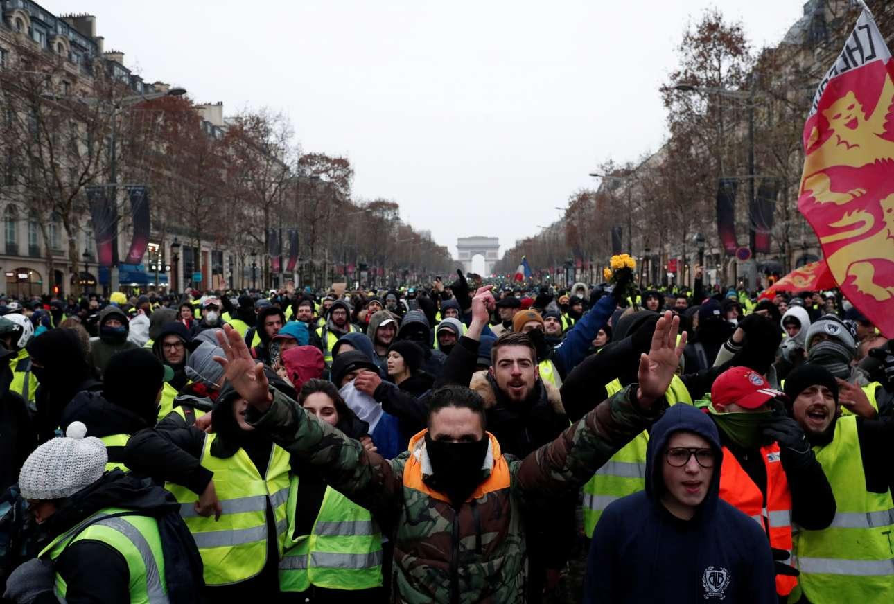 15 Δεκεμβρίου. Τα Κίτρινα Γιλέκα διαδηλώνουν στους δρόμους του Παρισιού