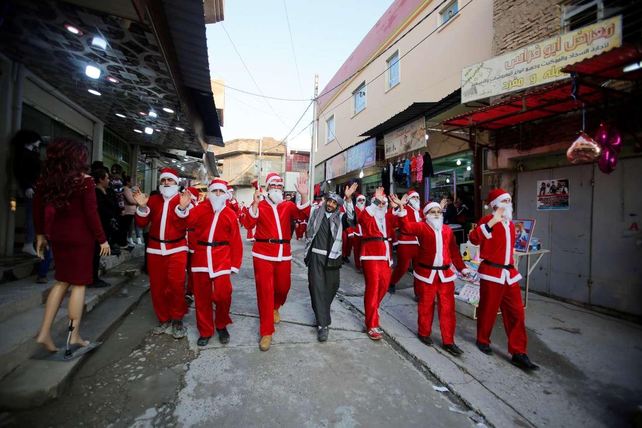 Αγιοβασίληδες στην Αλ Χαμντανίγια του Ιράκ