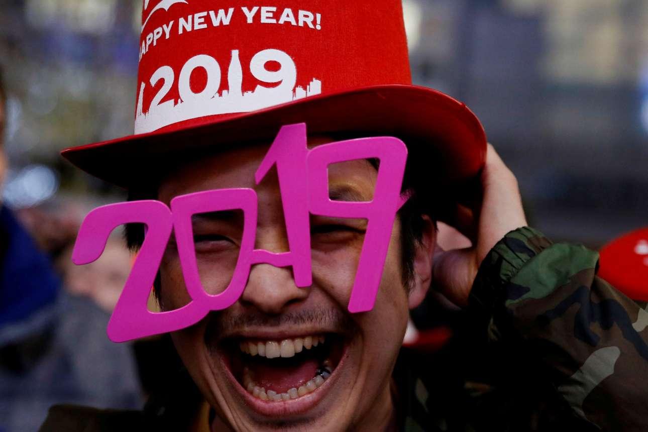 Ενθουσιασμένος Ιάπωνας υποδέχεται το 2019 στο Τόκιο