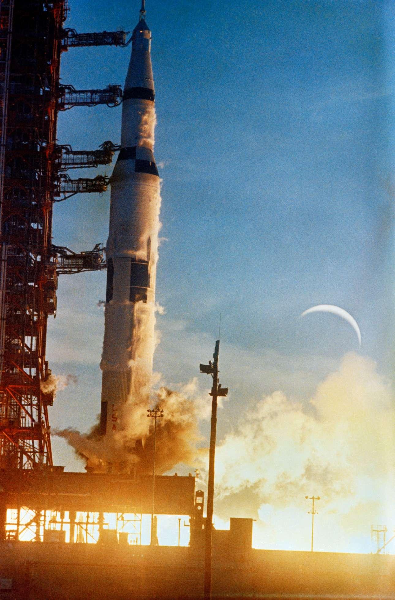 8 παρά δέκα το πρωί της 21 Δεκεμβρίου. Υο πλήρωμα του διαστημόπλοιου εκτοξεύεται από το Διαστημικό Κέντρο Κένεντι στη Φλόριντα