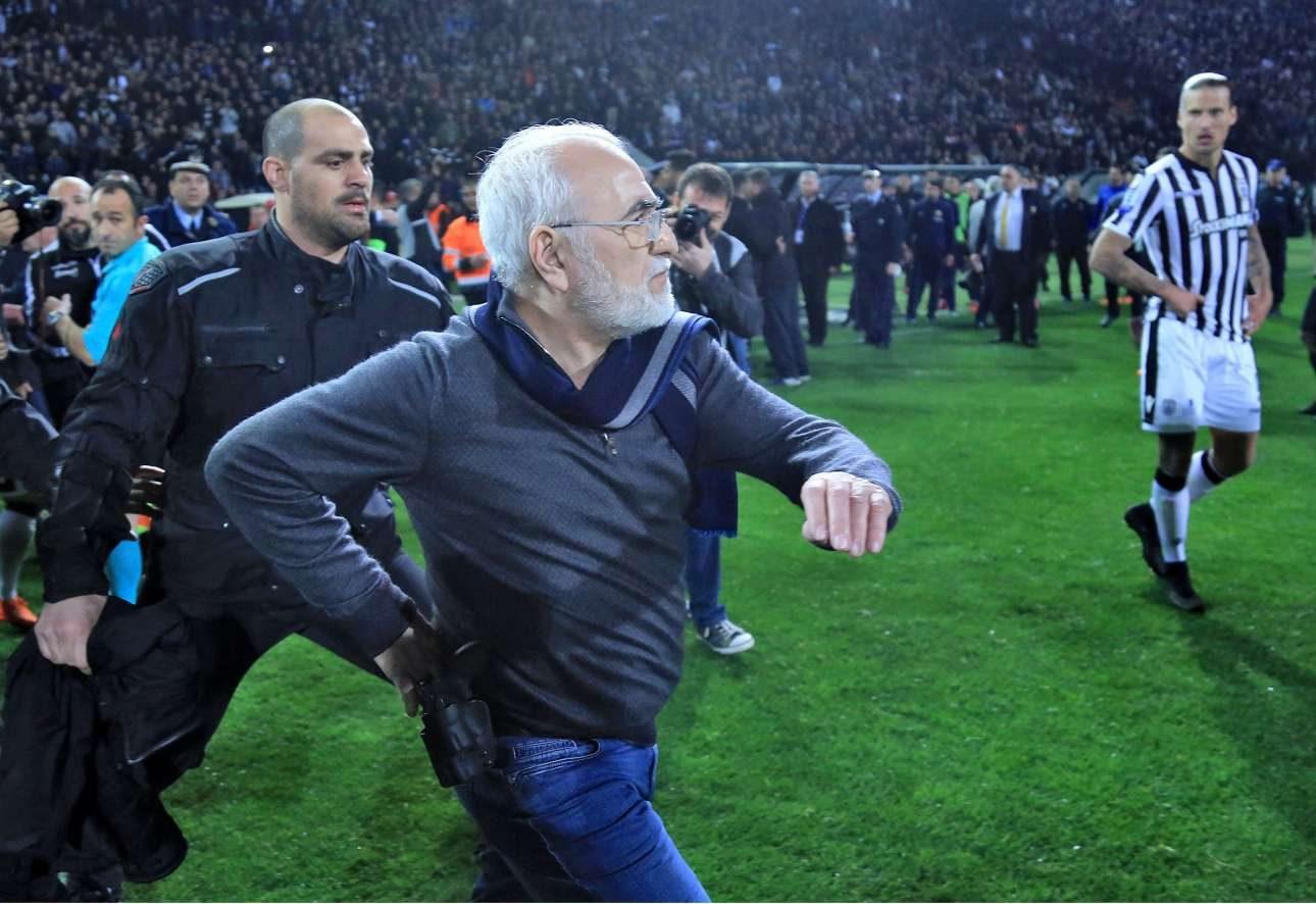 12 Μαρτίου. Ο Ιβαν Σαββίδης εισβάλλει με όπλο στο γήπεδο της Τούμπας κατά τη διάρκεια του αγώνα ΠΑΟΚ - ΑΕΚ, για την 25η αγωνιστική του πρωταθλήματος