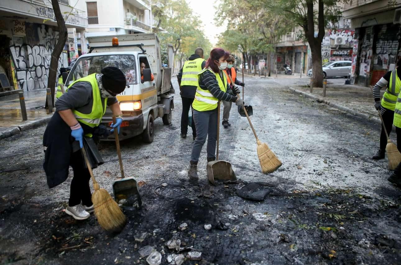 Οι εργαζόμενοι στον δήμο μάζεψαν 30 τόνους σκουπίδια και οικοδομικά υλικά μετά τα επεισόδια