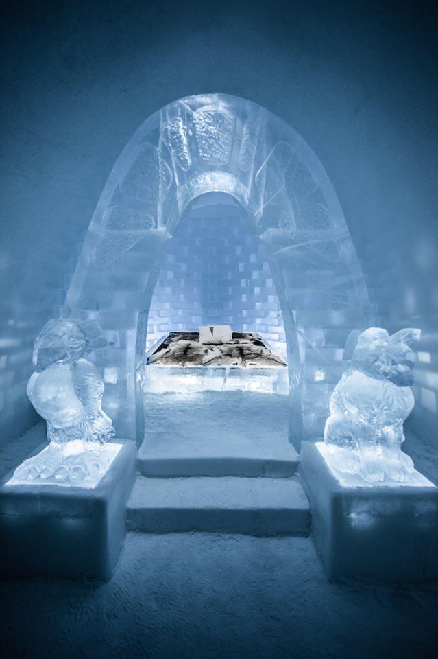 Ενα παγωμένο «Καταφύγιο» μαζί με φύλακες στην πύλη του περιμένει τους τυχερούς πελάτες του Ice Hotel