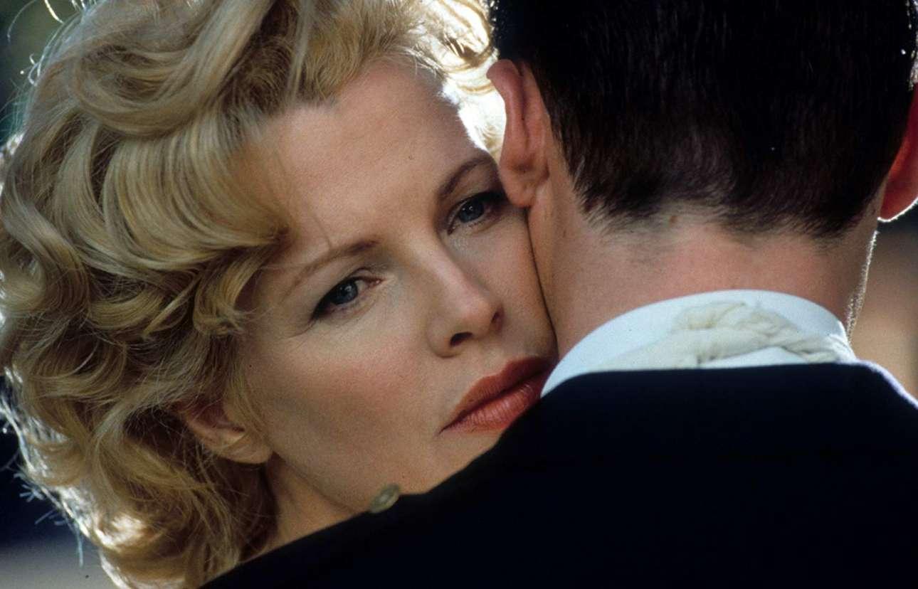 Ως Λιν Μπράκετ στο εξαιρετικό «Λος Αντζελες: Εμπιστευτικόν» (1997). Για αυτήν της την ερμηνεία η Κιμ Μπάσιντζερ τιμήθηκε με Οσκαρ β' γυναικείου ρόλου
