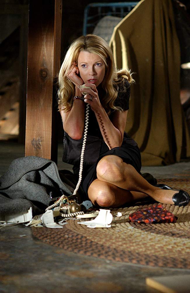 Στο θρίλερ «Cellular» (2004), που στην Ελλάδα προβλήθηκε με τον τίτλο «Τελευταία Κλήση»