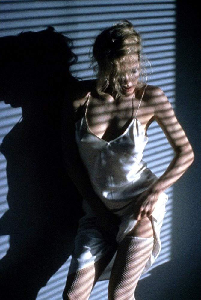 Στο «9½ Εβδομάδες», τον ρόλο που την ανέδειξε ως σύμβολο του σεξ το 1986