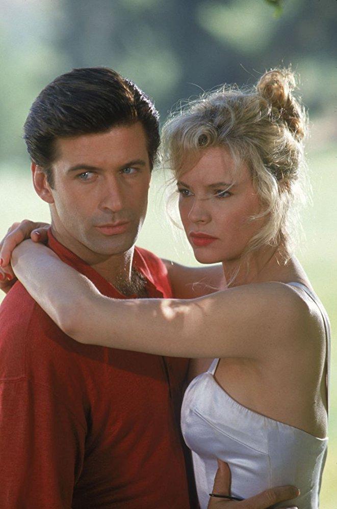 Με τον Αλεκ Μπόλντουιν στο «The Marrying Man» (1991), ταινία που προανήγγειλε τον θυελλώδη γάμο τους. Ο ελληνικός τίτλος ήταν πιο εύστοχος: «Κυνηγώντας τη Γυναίκα της Ζωής μου»