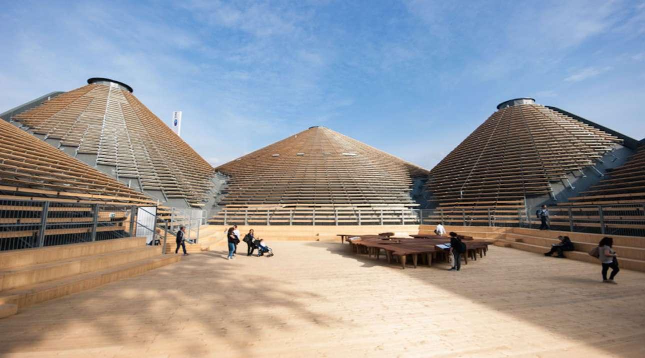 To Περίπτερο Μηδέν στην έκθεση EXPO του 2015 στο Μιλάνο κατασκευάστηκε με τρόπο που να θυμίζει εξωτερικά το έδαφος της Γης και στο εσωτερικό τον φλοιό της. Οι εφτά κώνοι είναι εμπνευσμένοι από τους Λόφους Euganean και στο εσωτερικό τους θυμίζουν σπηλιές. Καθώς ήταν μία προσωρινή κατασκευή, το Περίπτερο χτίστηκε με φυσικά, οικονομικά και ανακυκλώσιμα υλικά