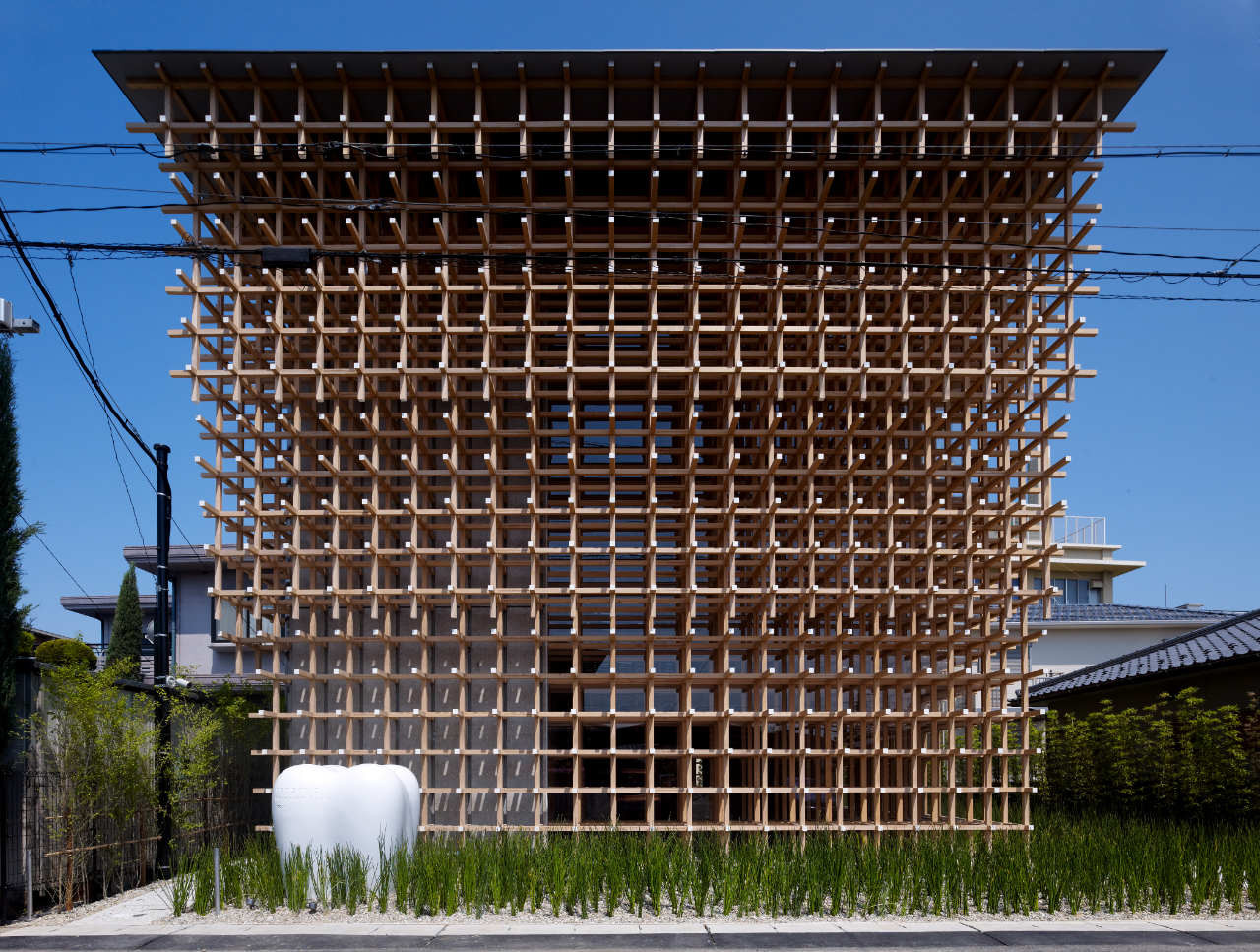 Το κτίριο του Ερευνητικού Κέντρου του Μουσείου GG Prostho στην Ιαπωνία βασίστηκε στο Cidori, ένα παραδοσιακό ιαπωνικό παιχνίδι με ξυλάκια τα οποία μπορούν να επεκταθούν απλώς περιστρέφοντας τα, χωρίς να χρειάζονται καρφιά ή μεταλλικά εξαρτήματα