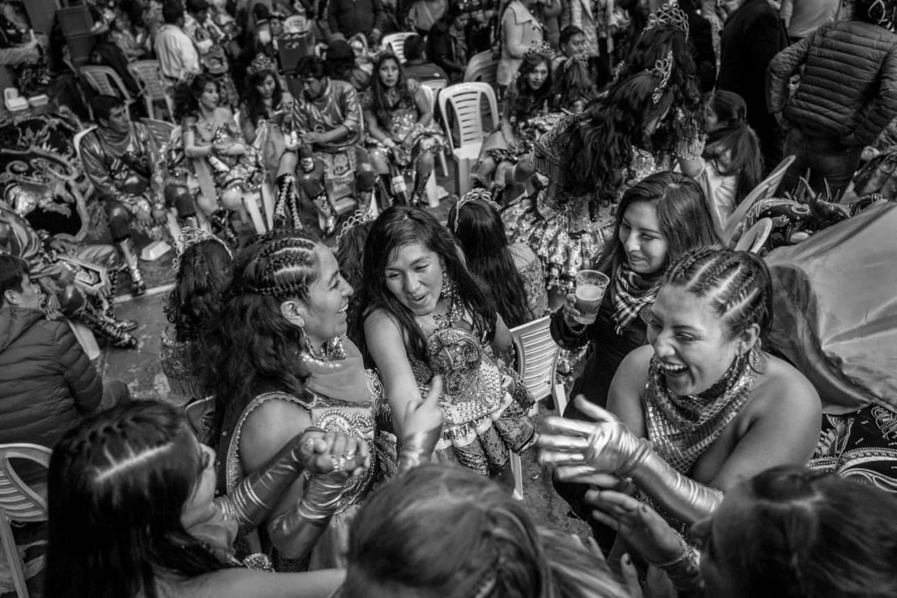 Βραβείο στην κατηγορία Νέο Ταλέντο. Χορεύτριες γιορτάζουν την τελευταία ημέρα της παρέλασης προς τιμήν της Παναγίας της Καντελαριάς, πολιούχου της πόλης Πούνο. Η παρέλαση πραγματοποιείται κάθε χρόνο το πρώτο δεκαπενθήμερο του Φεβρουαρίου και αποτελεί το μεγαλύτερο μουσικό και χορευτικό γεγονός του Περού