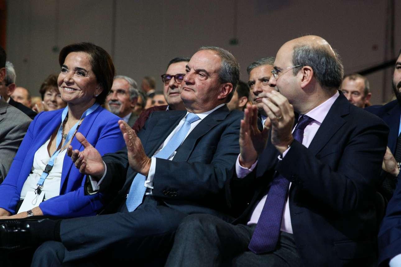Ντόρα Μπακογιάννη, Κώστας Καραμανλής, Κωστής Χατζηδάκης χειροκροτούν τον πρόεδρο της ΝΔ
