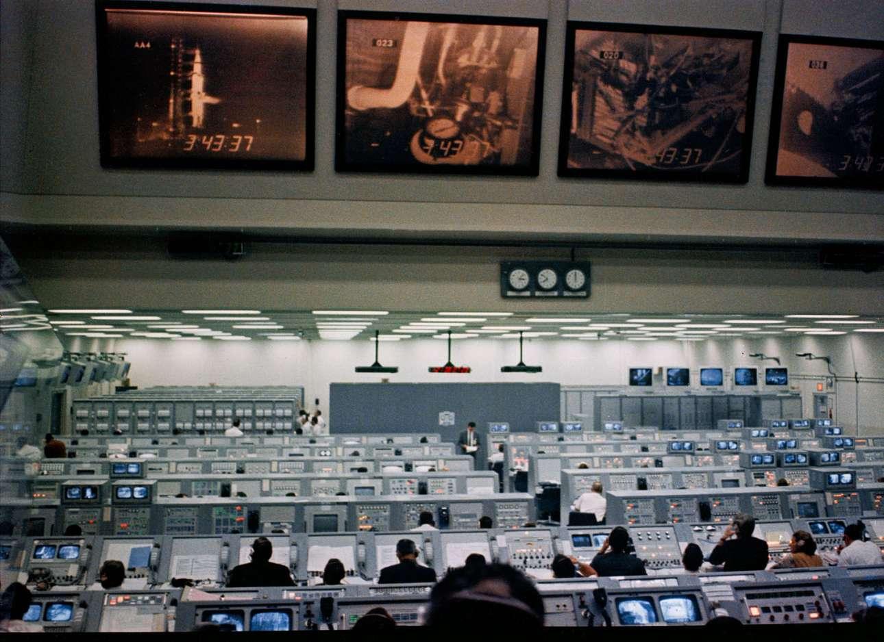 Το κέντρο ελέγχου του Διαστημικού Κέντρου Κένεντι έχει πάρει φωτιά λίγο πριν την εκτόξευση