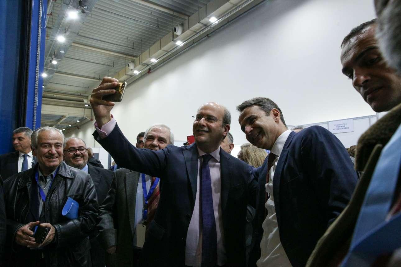 Δεν έλειψαν οι καθιερωμένες σέλφι, εδώ με τον αντιπρόεδρο της ΝΔ Κωστή Χατζηδάκη