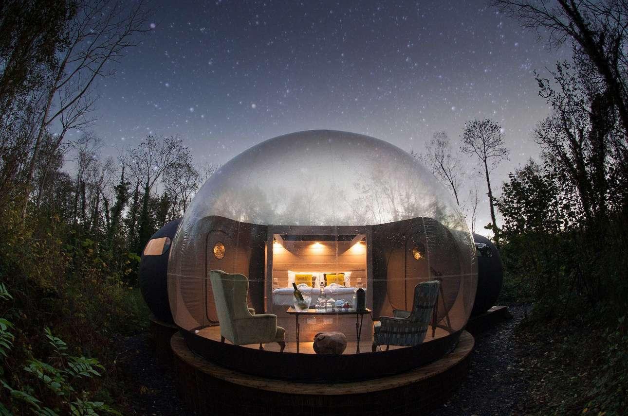 Ξενυχτήστε κοιτάζοντας τον ουρανό στο παραμυθένιο φουσκωτό δωμάτιο του Finn Lough Resort, κρυμμένο μέσα στα δάση της Βόρειας Ιρλανδίας