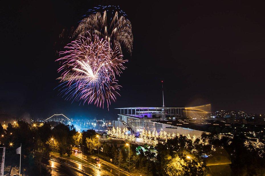 Εντυπωσιακά πυροτεχνήματα φώτισαν τον ουρανό πάνω από το Κέντρο Πολιτισμού Ιδρυμα Σταύρος Νιάρχος με το ξεκίνημα του νέου χρόνου