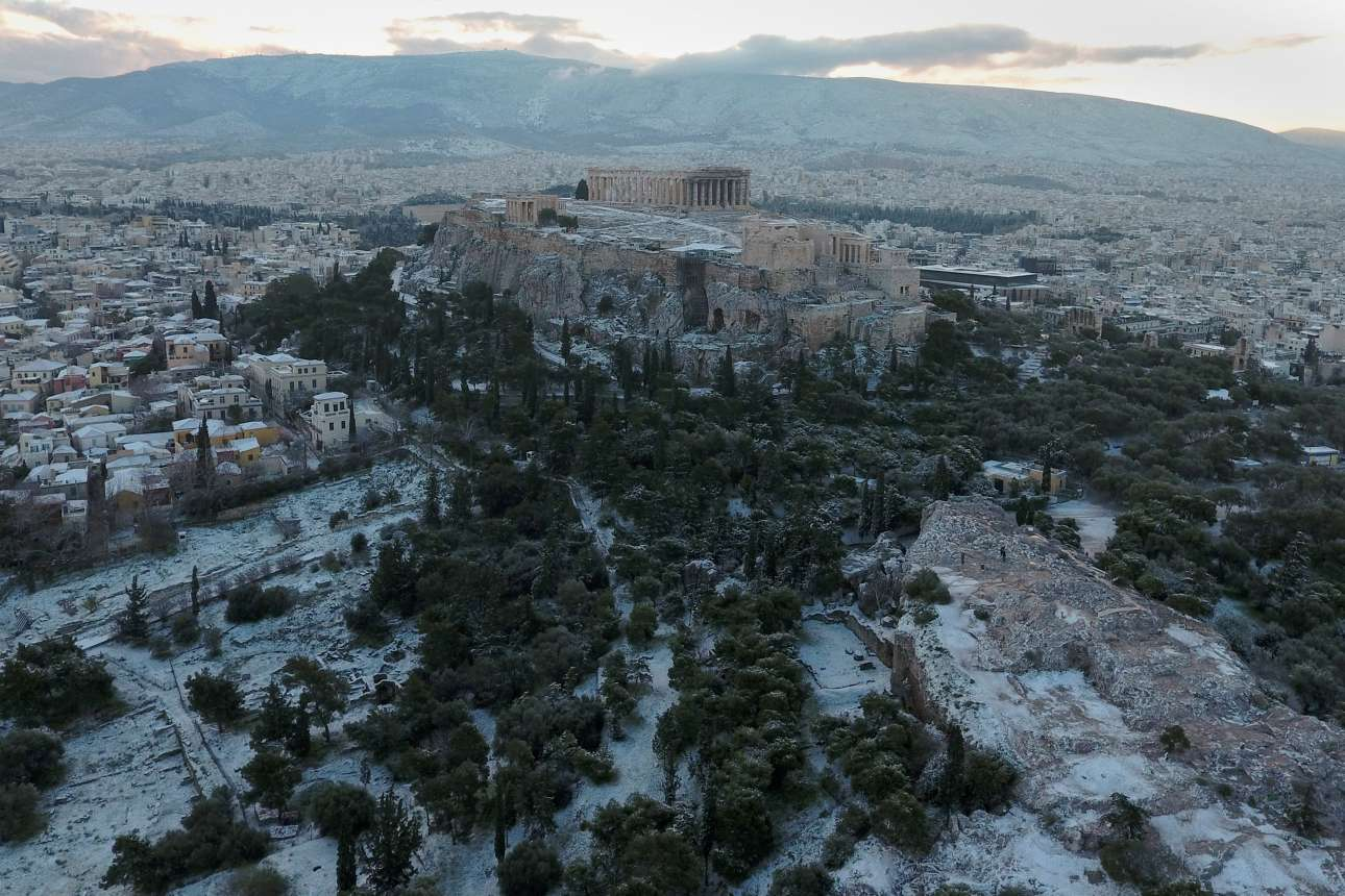 Τρίτη 8 Ιανουαρίου. Η Αθήνα ξυπνάει στα λευκά το πρωί της Τρίτης