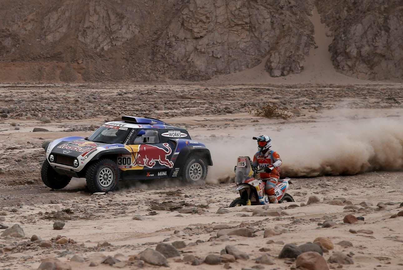 Οι δυσκολίες δεν σταματούν στην άμμο. Στο παιχνίδι μπαίνουν και κακοτράχαλοι δρόμοι με πέτρες...