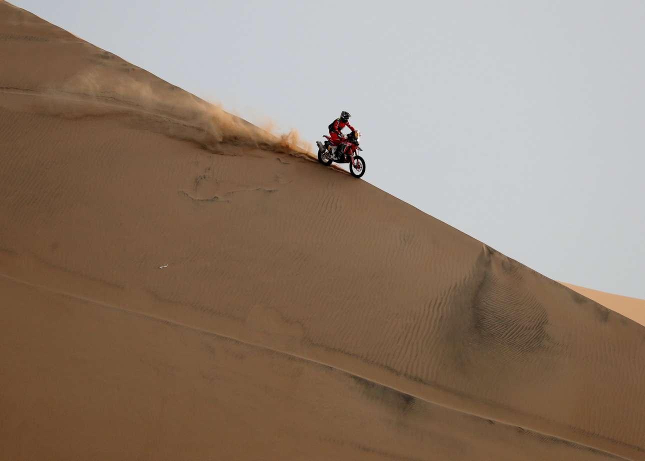 Ο Κέβιν Μπεναβίδες «δαμάζει» την άμμο με την Honda του