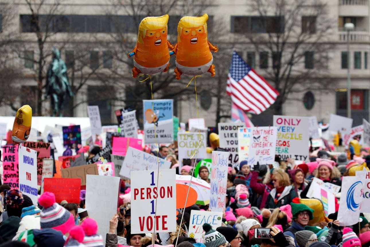 Σάββατο, 19 Ιανουαρίου, ΗΠΑ. Μπαλόνια με τον Ντόναλντ Τραμπ μωρό στην τρίτη πορεία γυναικών στην Ουάσιγκτον, έναν θεσμό που συνέπεσε με την ανάληψη των καθηκόντων του 45ου προέδρου των ΗΠΑ, ενός μισογύνη και σεξιστή πολιτικού