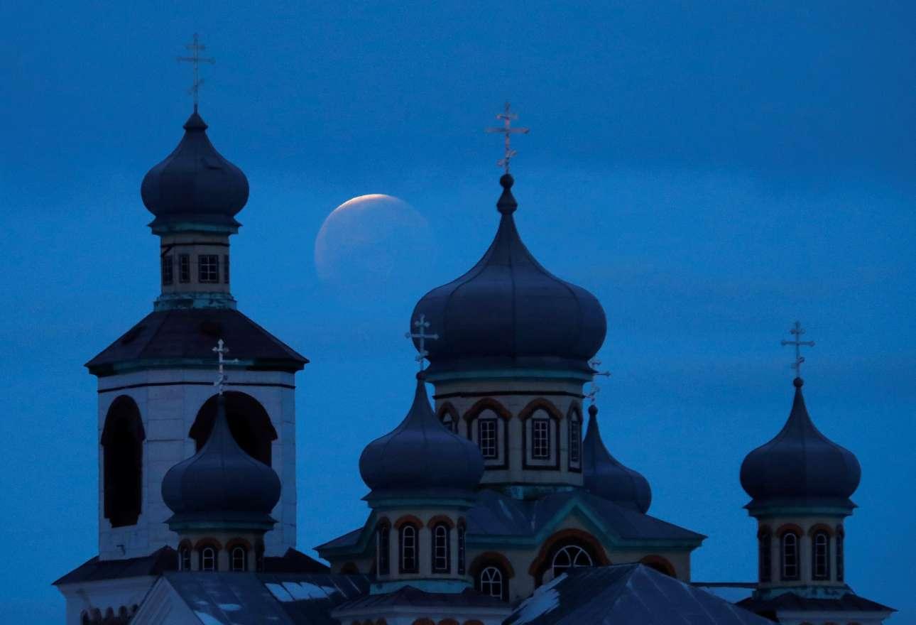 Η έκλειψη πίσω από Ορθόδοξη εκκλησία της Λευκορωσίας