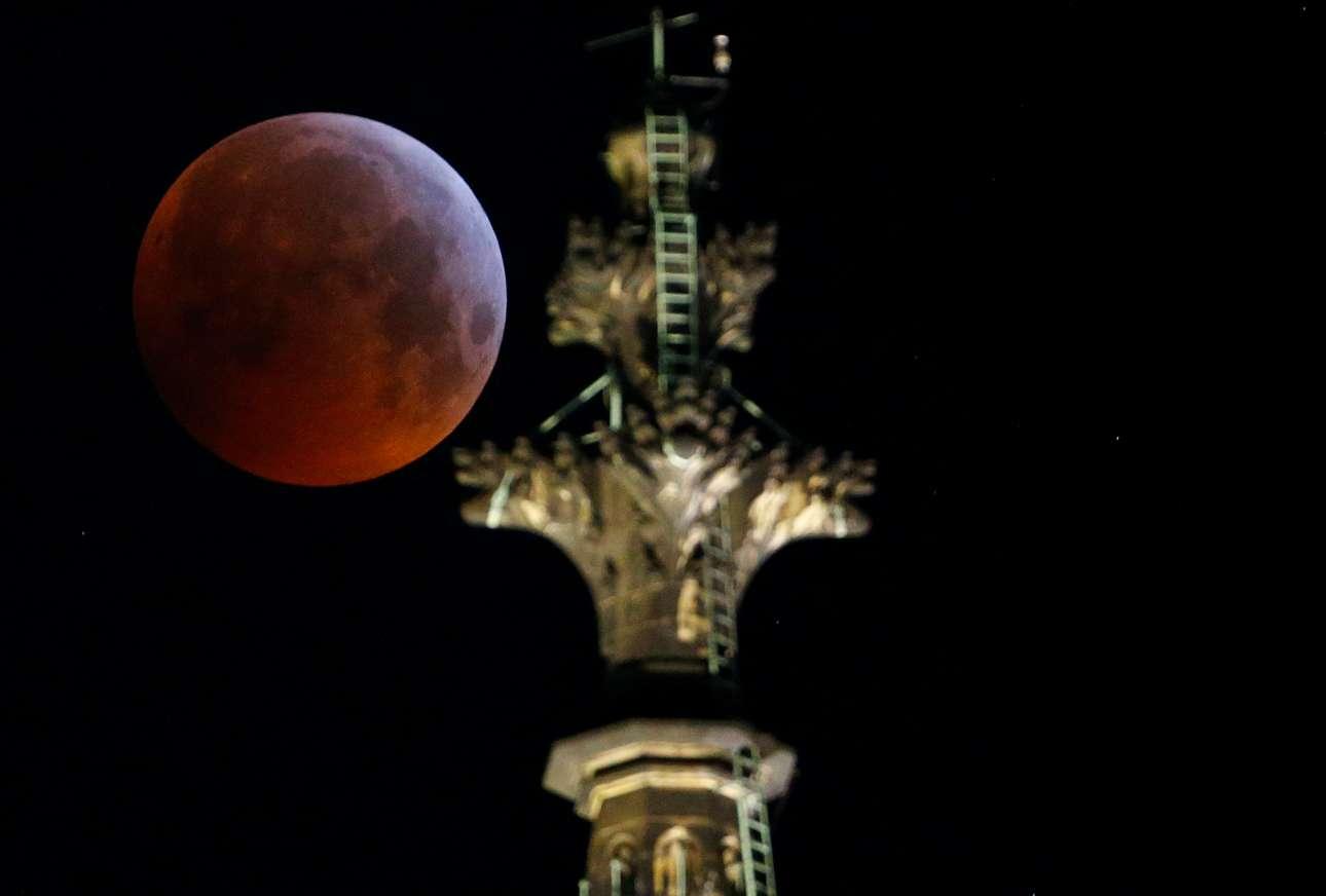 Ο τέλειος συνδυασμός: «ματωμένο φεγγάρι» και γοτθικός ναός στην Κολωνία