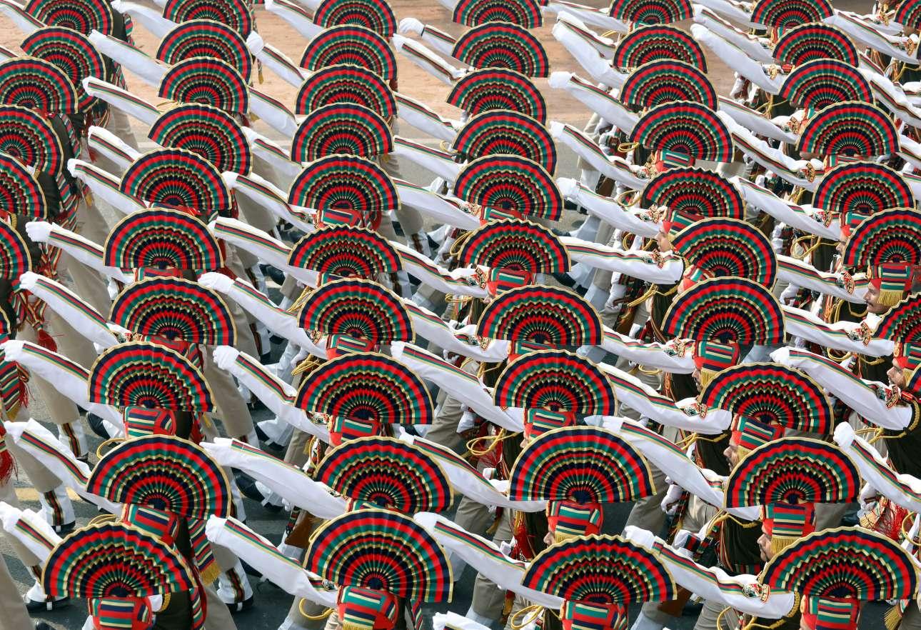 Τετάρτη, 23 Ιανουαρίου, Ινδία. Στρατιώτες συμμετέχουν σε πρόβες για την Ημέρα της Δημοκρατίας της Ινδίας στο Νέο Δελχί