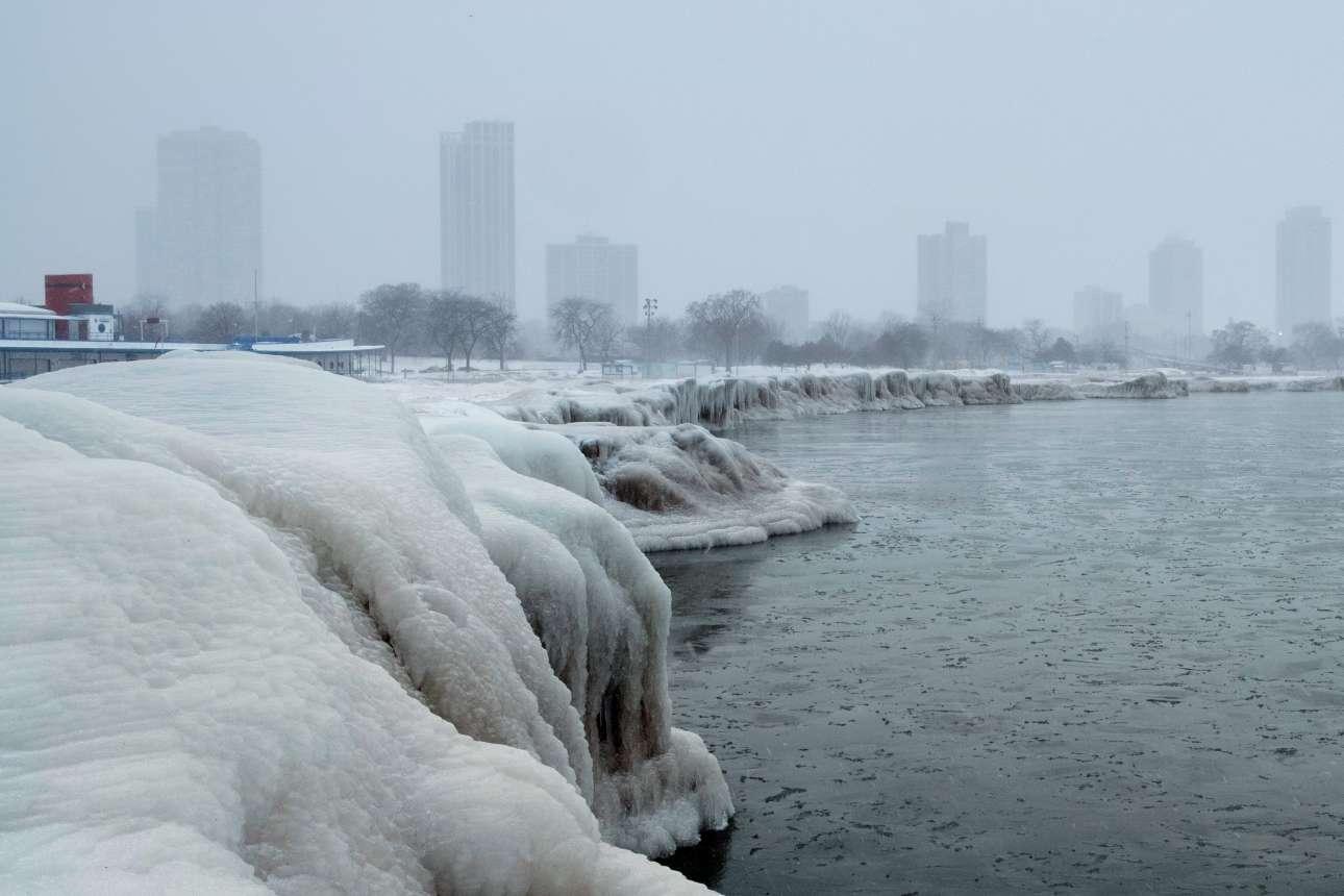 Η παγωμένη North Avenue Beach στο Σικάγο