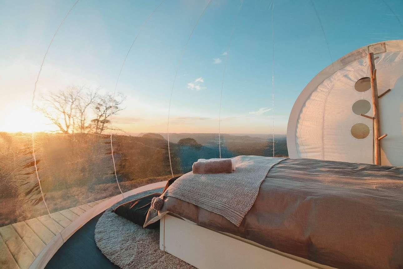 Διακόσια χλμ. από το Σίδνεϊ, στο πολύ γραφικό ξενοδοχείο Bubbletent στην Αυστραλία, ο επισκέπτης έχει την ευκαιρία να απολαύσει την θέα στη Κοιλάδα Capertree -το δεύτερο μεγαλύτερο φαράγγι στον κόσμο- μέσα από την άνεση του πολυτελούς θόλου του