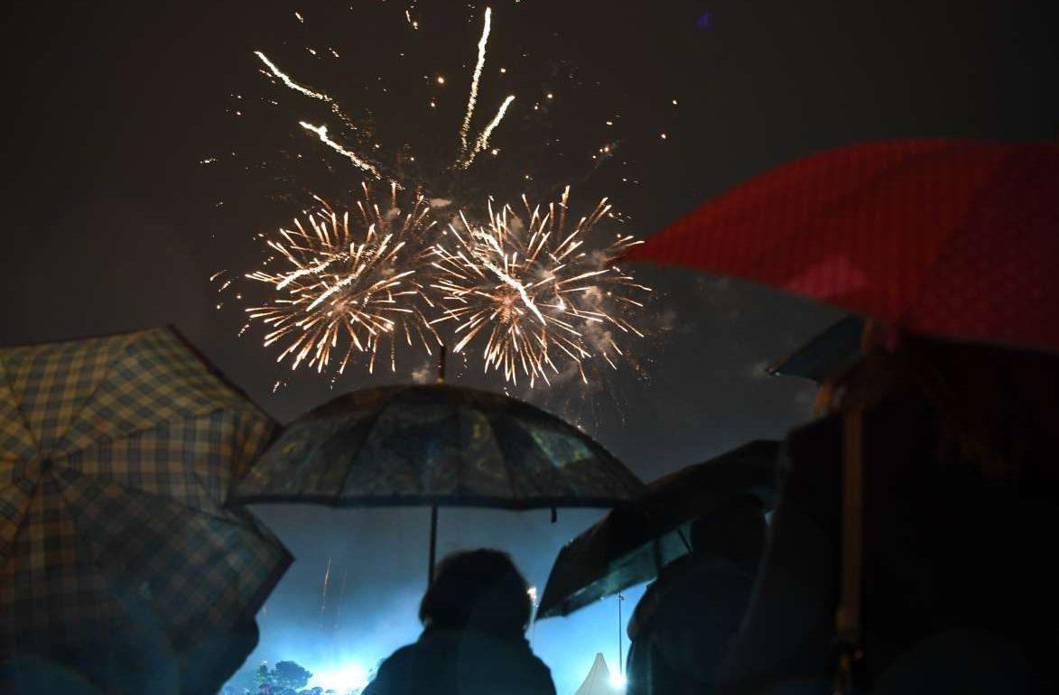 Πριν τα πυροτεχνήματα, οι επισκέπτες απόλαυσαν συναυλία με τον Μάριο Μπιόντι και dj σετ από το μέλος των Fun Lovin' Criminals, Χιούι Μόργκαν