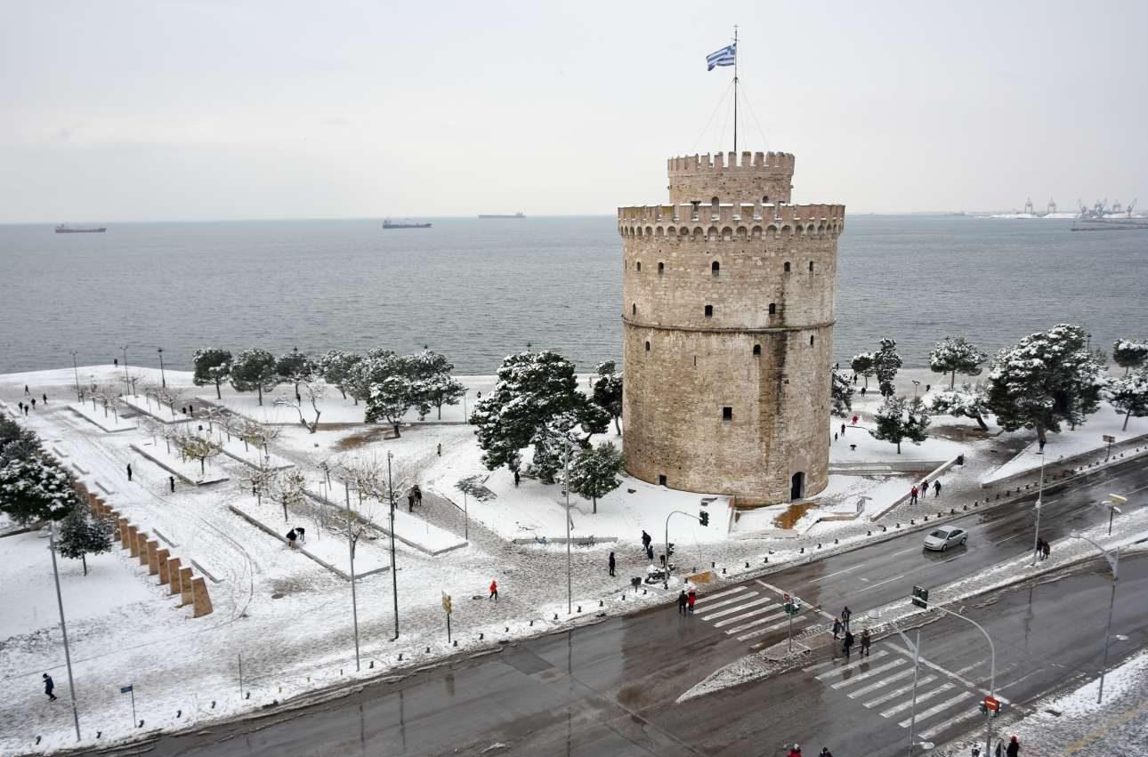 Λευκός στο όνομα, λευκός και στη χάρη ο πύργος στην παραλία της Θεσσαλονίκης