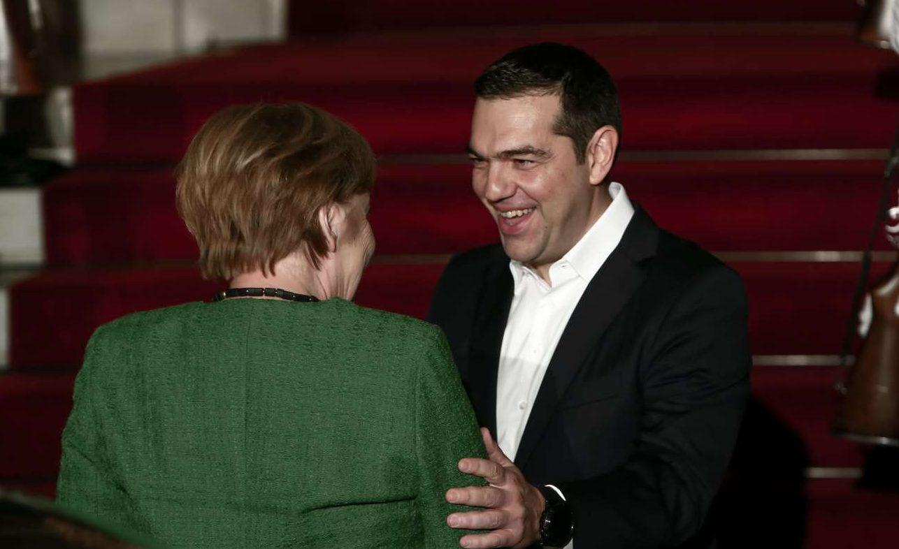 Πλατιά χαμόγελα. Η εποχή του «go back κυρία Μέρκελ» έχει ξεχαστεί. Αραγε και από τους δύο;