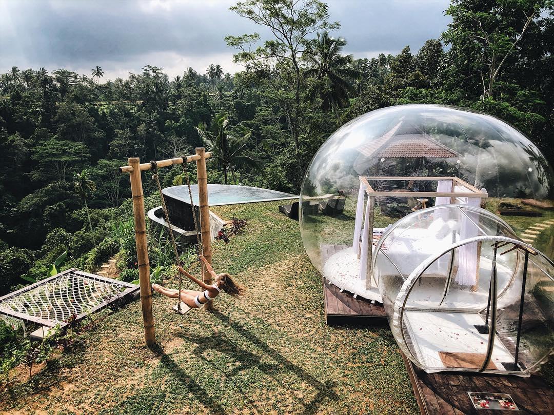 Το μαγευτικό ξενοδοχείο Bubble στο Μπαλί απευθύνεται κυρίως σε ζευγάρια, προσφέροντας τους μία μοναδική ρομαντική εμπειρία που περιλαμβάνει κατά παραγγελία πυροτεχνήματα, ιδιωτικά δείπνα, ακόμα και φωτογράφιση