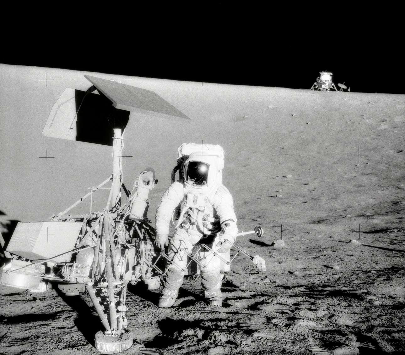 Τον Νοέμβριο του 1969, οι αστροναύτες του Apollo 12 επισκέφθηκαν το μη επανδρωμένο Surveyor III, το οποίο είχε προσεληνωθεί στις 20 Απριλίου 1967