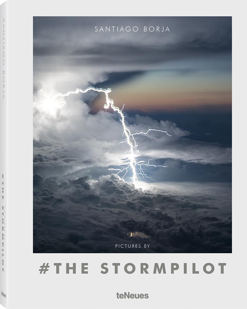 Το εξώφυλλο του βιβλίου «#The Storm Pilot» -του «Πιλότου της Καταιγίδας» όπως συνηθίζουν να αποκαλούν τον Μπόρχα