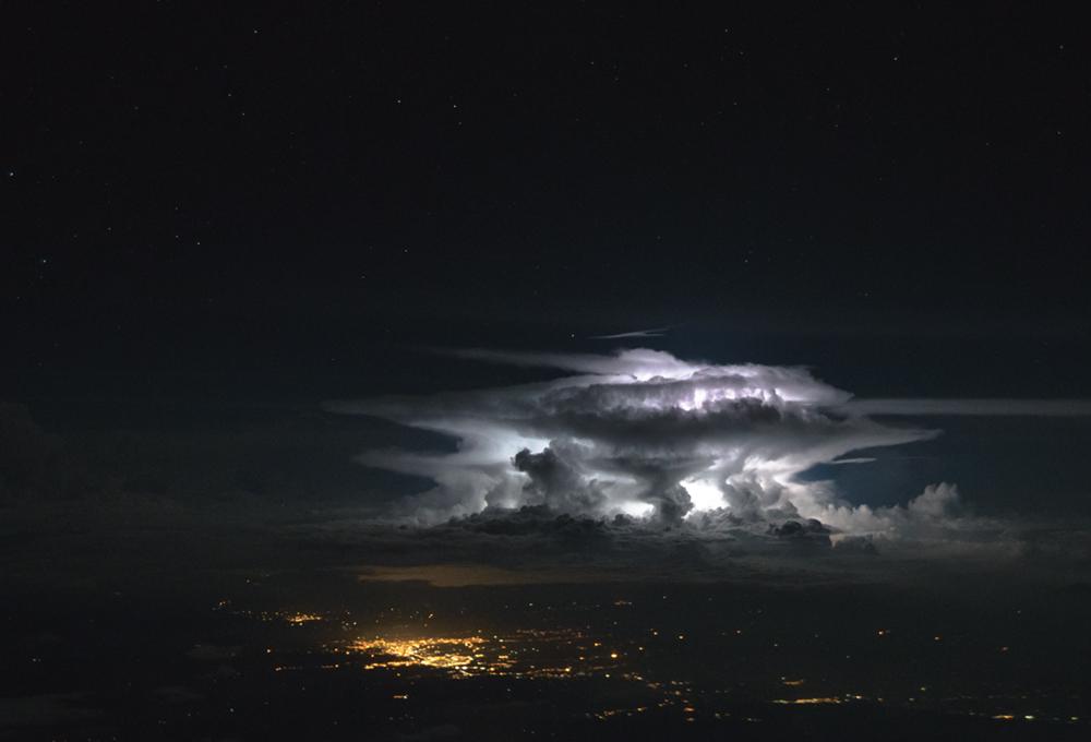 Πετώντας πάνω από τις περίφημες Κολομβιανές Ανδεις
