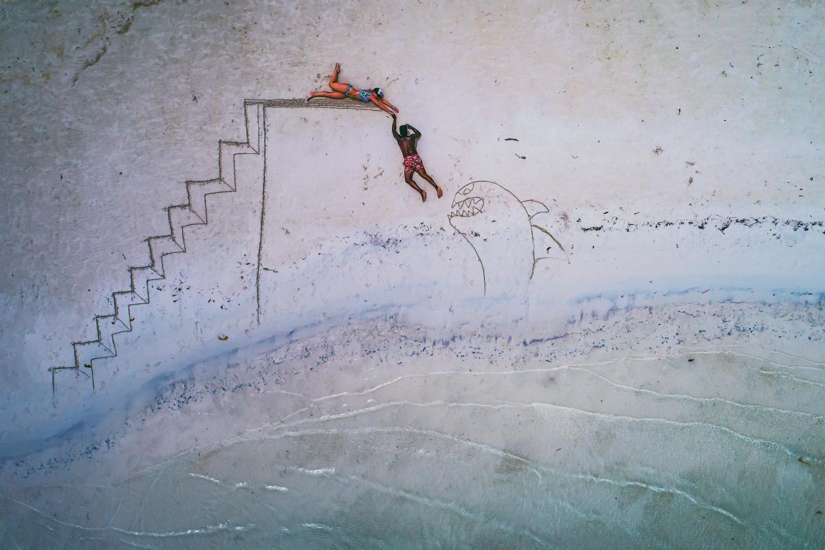 «Δόλωμα για καρχαρίες». Μία δημιουργική και ευφάνταστη χρήση του drone σε παραλία του Κανκούν